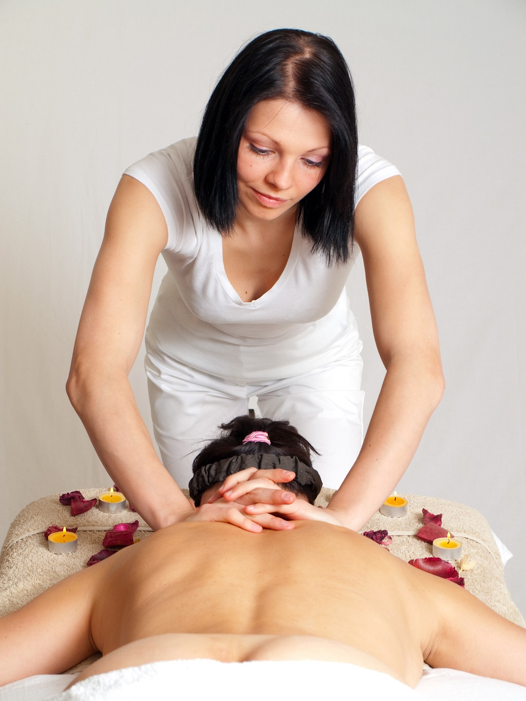 wykonanie masażu relaksacyjnego pleców
