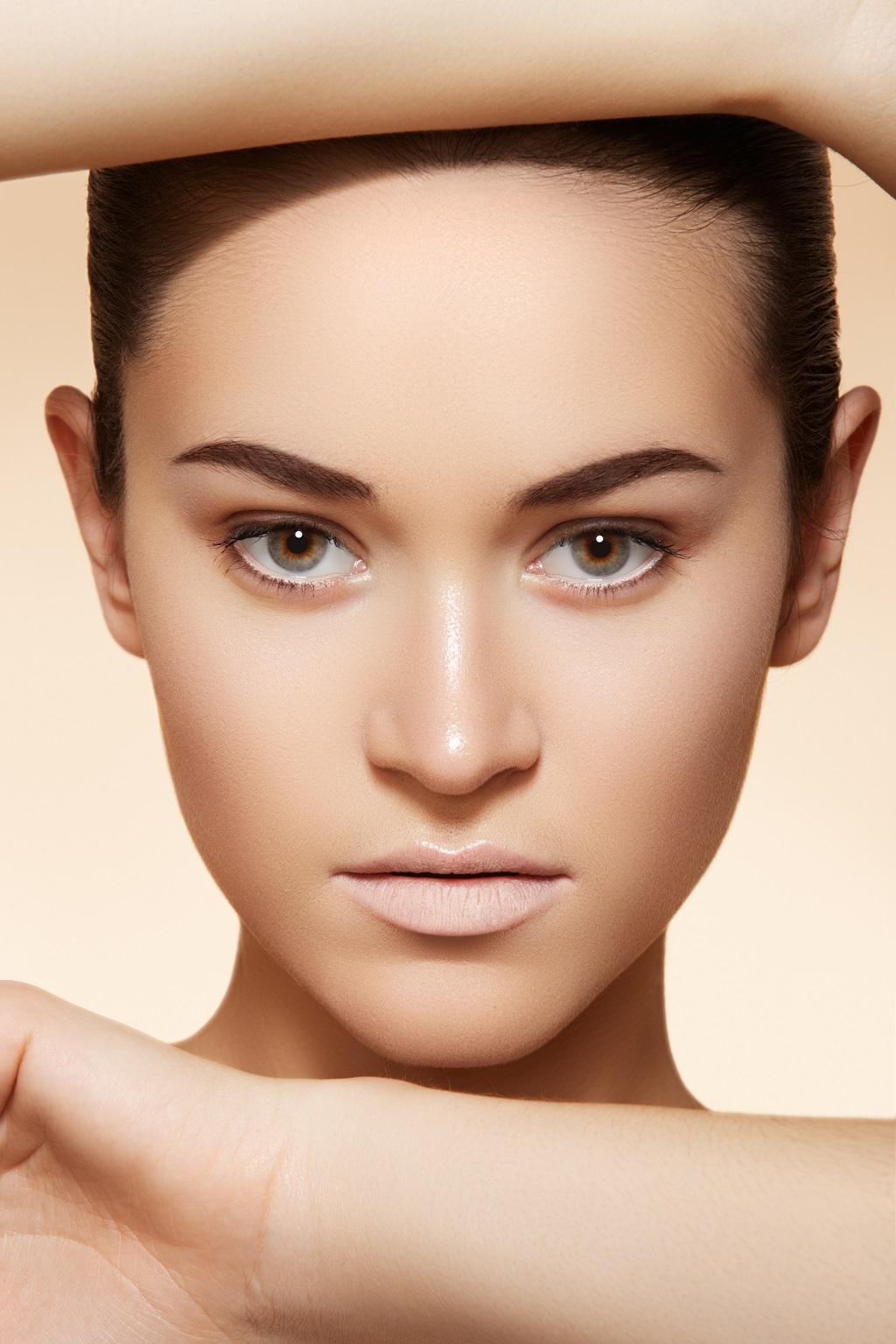 skóra twarzy bez zmarszczek