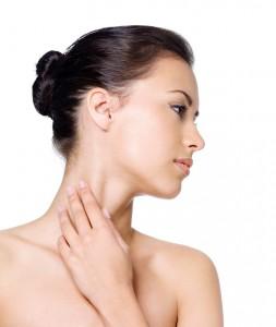 Kobieta ze skórą szyi bez zmarszczek