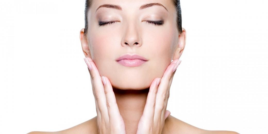 laserowe frakcyjne regenerowanie skóry u klienti gabinetu medycyny estetycznej